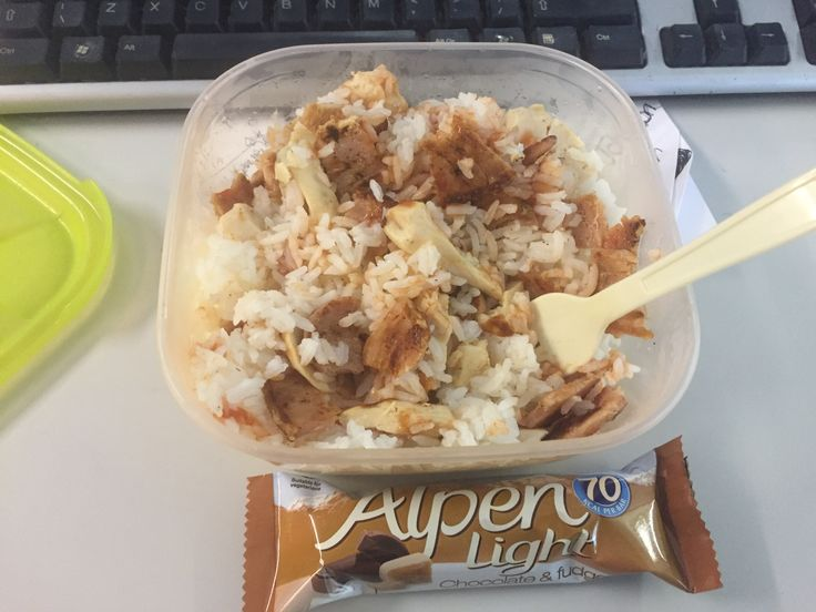 Micro rice, chicken breast, 3 bacon medallions and 2 syns of ketchup. Yummy and so filling. Alpen light bar for after- other part of my heathy 'b'
