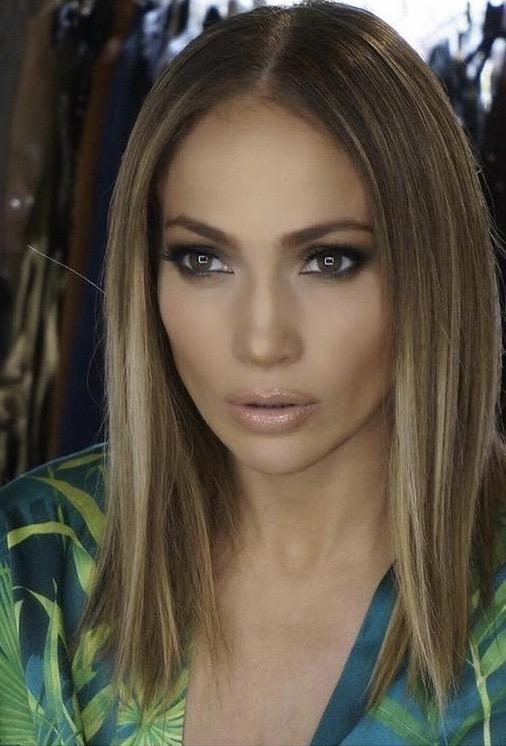 Mit szóltok J Lo új, rövidebb frizurájához? :)