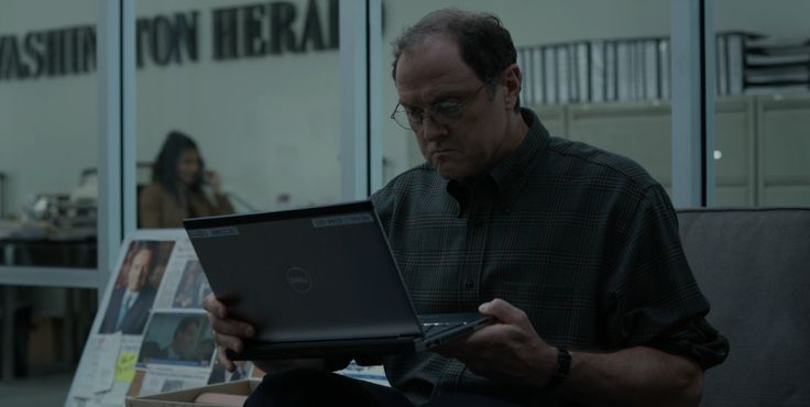 Dell laptop used by Boris McGiver in HOUSE OF CARDS (2017)