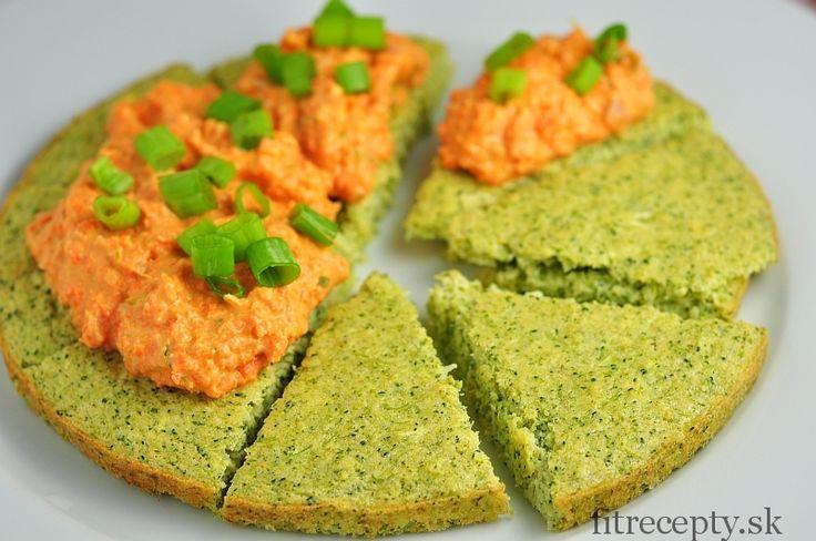 Brokolicový koláč s mrkvovou nátierkou - FitRecepty