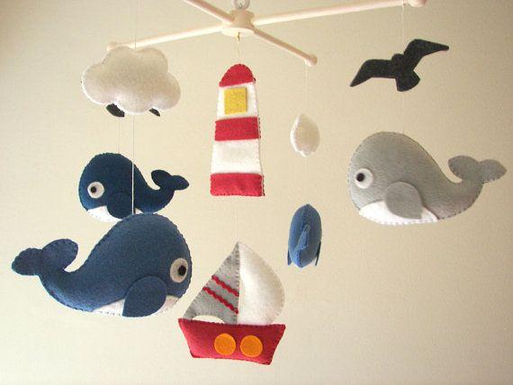 (((BEINHALTET))) Diese mobilen Kindergarten enthält 4 Wale, 1 Boot, 1 Leuchtturm, 2 Wolken und 2 Meer Möwen. Sie sind angehalten, aus einem weißen Holz