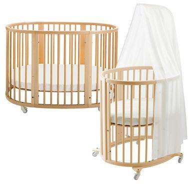 ストッケ スリーピーは、独特の楕円形がまるで心地よい巣のような雰囲気を生み出し、赤ちゃんに安心感を与えます。お子さまの成長に合わせて床板の高さやベッドのサイズを変えることも可能な、子どもとともに成長するベッドです。お誕生すぐから使えるスリーピーベッドは、付属のミニベッドキットで赤ちゃんにぴったりのかわいいミニベッドに組み替えできます。※組み替えになるため、スリーピー ベッドとミニベッドは同時にご使用いただけません。※ミニベッド専用ドレープは別売りです。