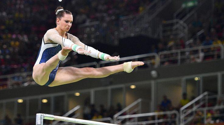 Medaillenjubel und Tränen, ganz dicht nebeneinander: Sophie Scheder gewann Bronze am Stufenbarren, für Elisabeth Seitz blieb nur der undankbare vierte Platz.