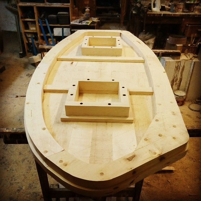 ecovastudesign / Hercik Residence / 2014 / .. the board of the oval table upside down