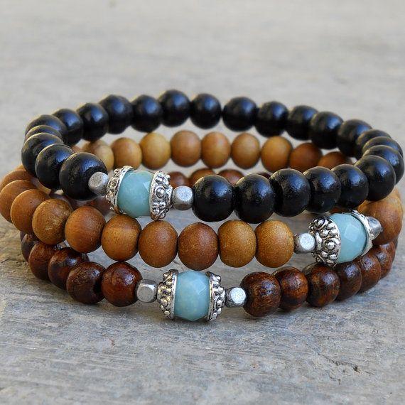 pulseras cuentas madera con piedra turquesa.                                                                                                                                                      Más