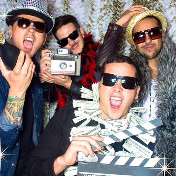 """La banda bogotana Don Tetto estrena por MTV Latinoamerica, MTV hits y su canal de Youtube el video de su más reciente sencillo """"Me odia me ama"""".  """"Me odia me ama"""" es el segundo sencillo de su más reciente disco """"Don Tetto"""" que se presento por primera vez en vivo y de manera exclusiva en los premios Kids' Choice Awards Colombia. El video de está canción fue grabado en las instalaciones de la base aérea de Tolemaida en Colombia y dirigido por Ernesto Garrido Rojas."""
