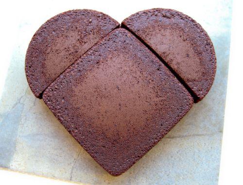 Make a heart shaped cake without a heart shaped pan!