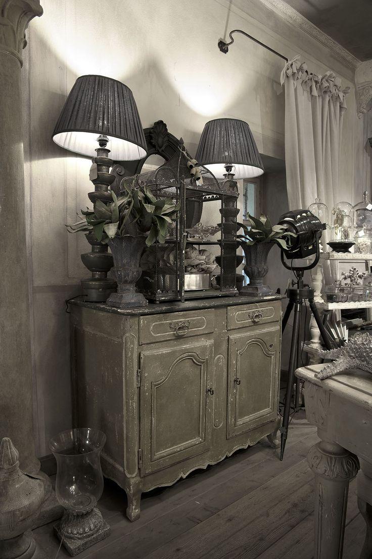 Emanuela Marchesini boutique -Credenza provenzale antica