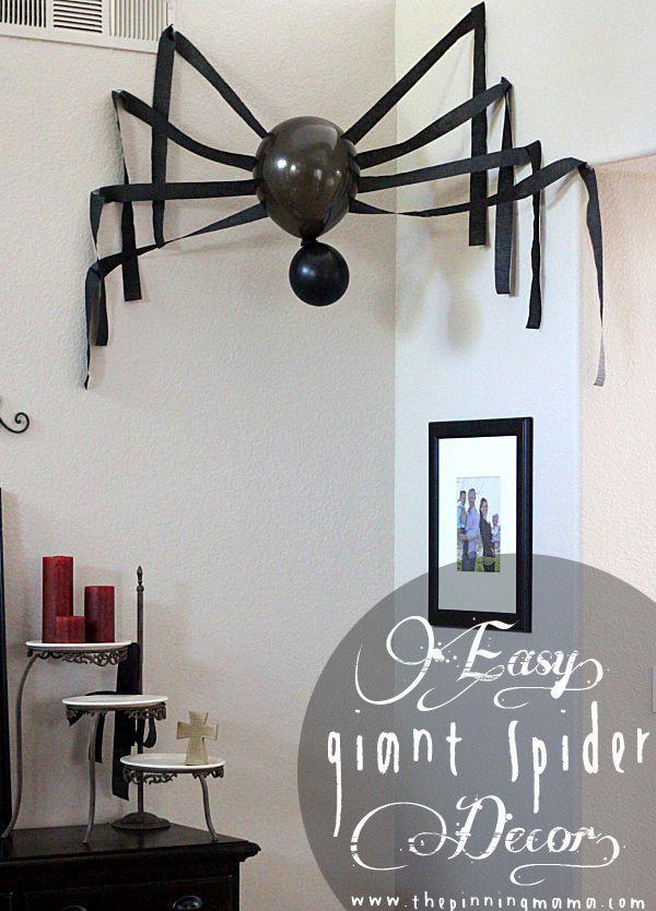 Legende Wie man eine Riesenspinnen-Halloween-Dekoration macht
