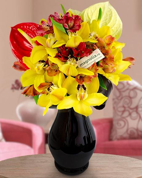Buchet exotic cu orhidee Cymbidium  si Anthurium.   Exotic bouquet with Cymbidium orchids and Anthurium.