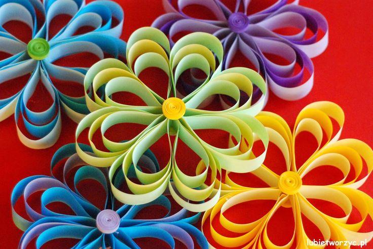 Kwiat z pasków papieru :)  #kwiat #kwiatek #papierowykwiat #zpapieru #kwiatzpaskow #zpaskowpapieru #wiosna #dekoracje #lubietworzyc #DIY #handmade #jakzrobic #instrukcja #sposobwykonania #flower #papercraft #paperflower #spring #howto #instruction #decorations #handmade