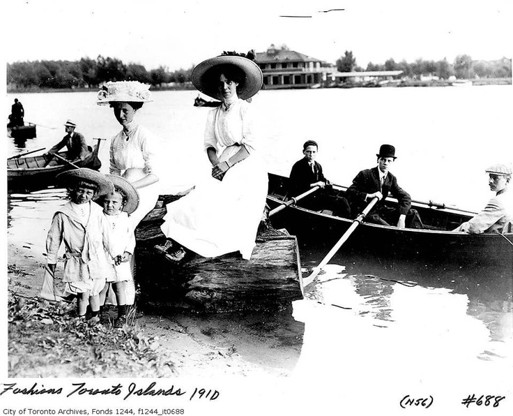The James family at the island in 1910: James Families, James D'Arcy