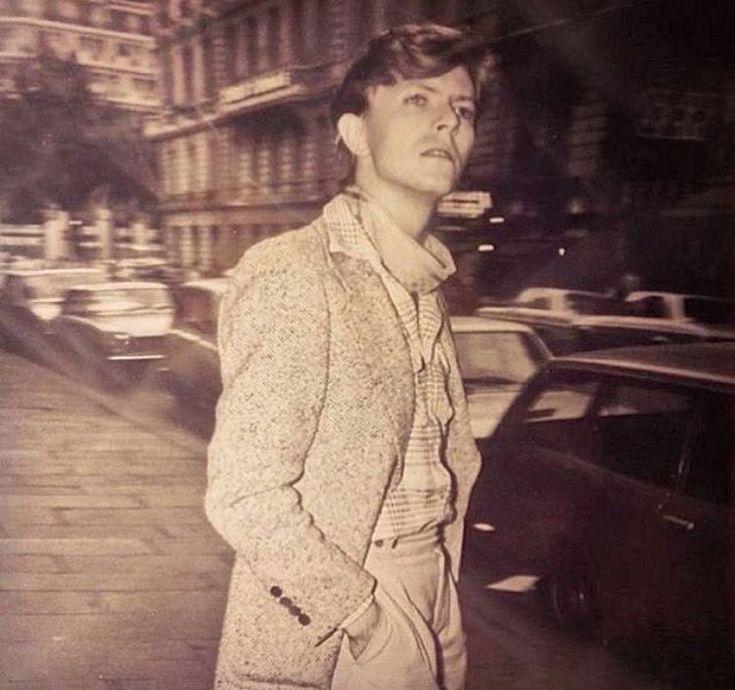 vezzipuss.tumblr.com — David Bowie, Paris, Circa 77 〰️➰〰️