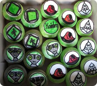 Snooky doodle Cakes: Ben 10 cake and cupcakes