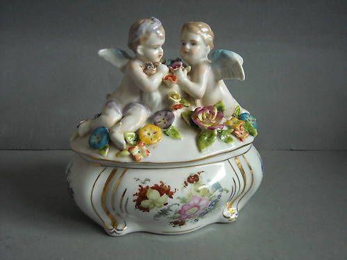 traumhafte figürliche Deckeldose Porzellan Putten Engel Dose