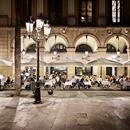 """El restaurante """"Marisco Reial"""" se ubica en pleno centro del barrio gótico de Barcelona, y recibe a sus clientes con un mostrador lleno de marisco y pescado fresco del país. En su cocina mediterránea destacan los productos frescos y de primera calidad.  El restaurant """"Marisco Reial"""" s'ubica en ple centre del barri gòtic de Barcelona, i rep als seus clients amb un taulell ple de marisc i peix fresc del país. A la seva cuina mediterrània destaquen els productes frescos i de primera qualitat…"""