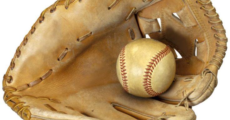 Guante de béisbol artesanal hecho con platos desechables. Los guantes de béisbol pueden ser voluminosos e incómodos de manejar para niños pequeños. En lugar de darle a tu hijo un guante de béisbol real, puedes fabricar uno con platos desechables y una taza de papel. Esta simple e interactiva manualidad permite a los pequeños amantes del béisbol jugar este deporte con una versión más ligera de las ...