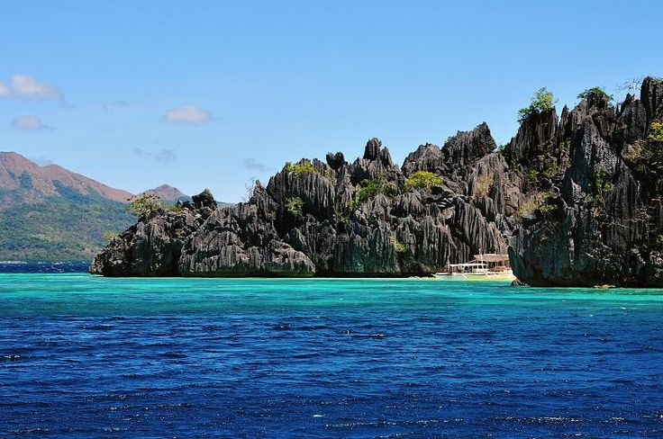 Platz 4: Secret Lagoon Beach, Philippinen  Tolle Lagune. Boot wird geparkt und man schnorchelt durch Korallenriffs, bevor man die versteckte Lagune erreicht. Viele Touristen. Badeschuhe sind von Vorteil, da die Korallen scharfkantig sind und man manche Strecken zu Fuß gehen muß. Das Wasser ist klar und sehr sauber.