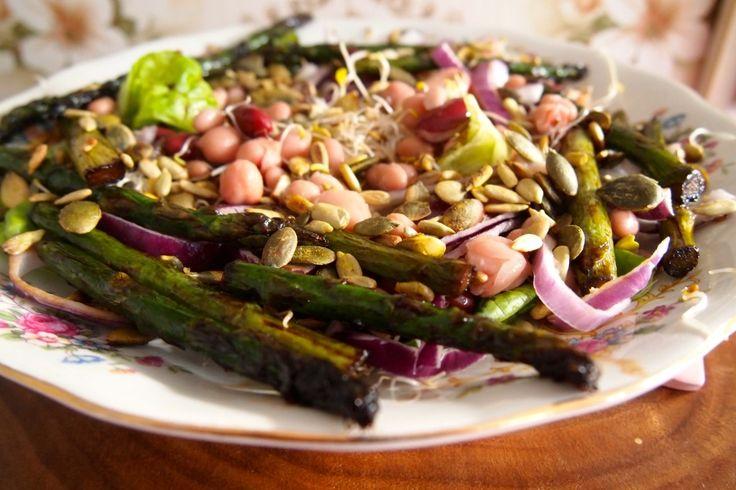 Groen zonder poen: salade met gegrilde asperges, bonen en kiemen