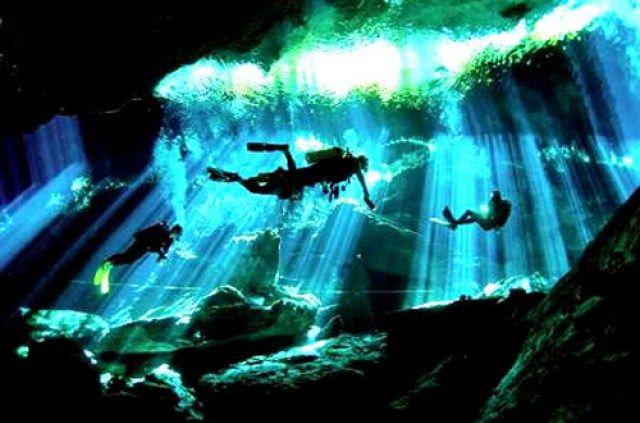 Espeleobuseo    El espeleobuceo es una variante de la espeleología, combinada con el buceo. Esta actividad se centra en la exploración de cavernas subacuáticas. Muchas de las cuevas concluyen en conductos cegados por el agua, denominados sifones. A partir de este punto, se hace necesario combinar la espeleología con el buceo para continuar la exploración de la cavidad. La práctica del buceo en cuevas debe ser realizada personas que, además de ser buenos espeleólogos y buzos expertos…
