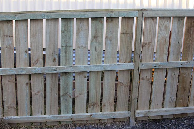 Flat top paling plain board wooden fence