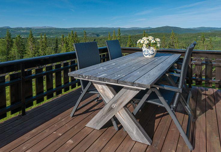 Utendørs bord - bygget av restplank