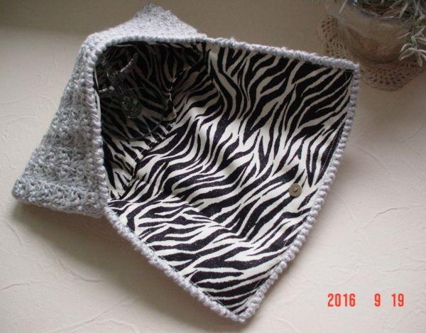 ☆彡ラメ糸混じりキラキラ金具付き小ぶり 裏地はゼブラ柄のClutch Bag