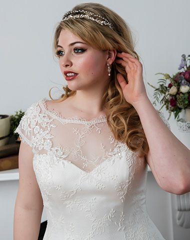 Peter Trends Bridal 'Delta' gown with accessories