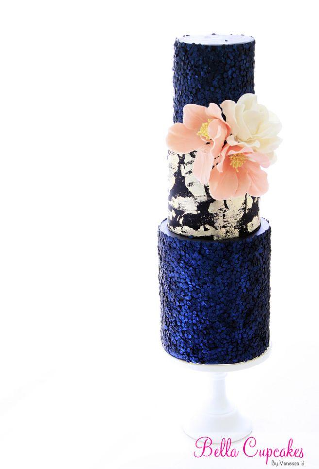 35 Wedding Cake Inspiration with Chic Classy Design Details: http://www.modwedding.com/2014/10/22/35-wedding-cake-inspiration-chic-classy-design-details/ Featured Wedding Cake: Bella Cupcakes
