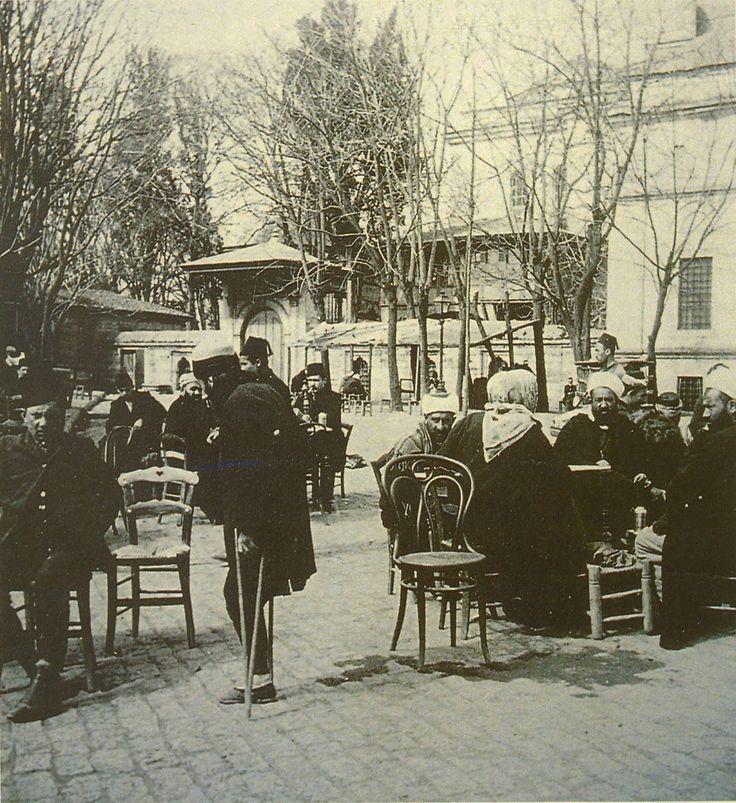 Beyazıt Küllük Kahvesi / 1900lü yıllar http://ift.tt/2kUlZHz