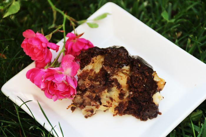 Receta de mini torta de bizcochuelo de chocolate, zanahoria y zapallito rellena con manjar de coco y nueces. Cherrytomate