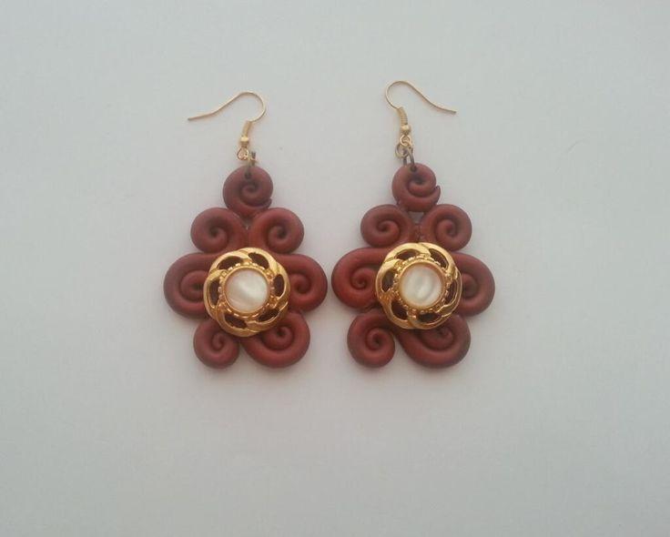 Earrings in fimo with vintage buttons. Orecchini in fimo color bronzo con bottoni vintage.    http://www.alittlemarket.it/orecchini/orecchini_ghirigori_vintage_-4241727.html