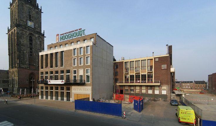 Vindicat gebouw (het nieuwe links, het oude, inmiddels gesloopte, rechts) op de Grote Markt 27, getiteld Mutua Fides ('wederzijds vertrouwen') in Groningen. Het Groninger Studenten Corps Vindicat atque Polit (Latijn voor 'Handhaaf en Beschaaft') is het oudste Nederlandse studentenvereniging en werd opgerich op 4 februari 1815 als reactie op aanvallen op studenten van lokale burgers. Tegenwoordig is Vindicat de grootste studentenvereniging in Groningen, met bijna 2500 leden.
