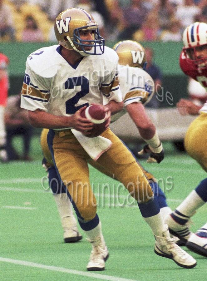 Tom Clements Winnipeg Blue Bombers 1985. Copyright photograph Scott Grant