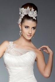 Elizabeth de Varga - Anya lace headpiece hand beaded with Swarovski crystals and pearls  www.devarga.com.au