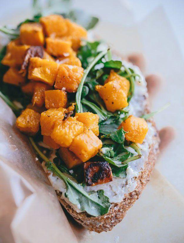 Le beau temps n'est pas au rendez-vous: pourquoi ne pas passer du temps en cuisine, pour oublier qu'il fait gris? Ces 25 tartines salées trouvées sur Pinterest vont vous inspire...