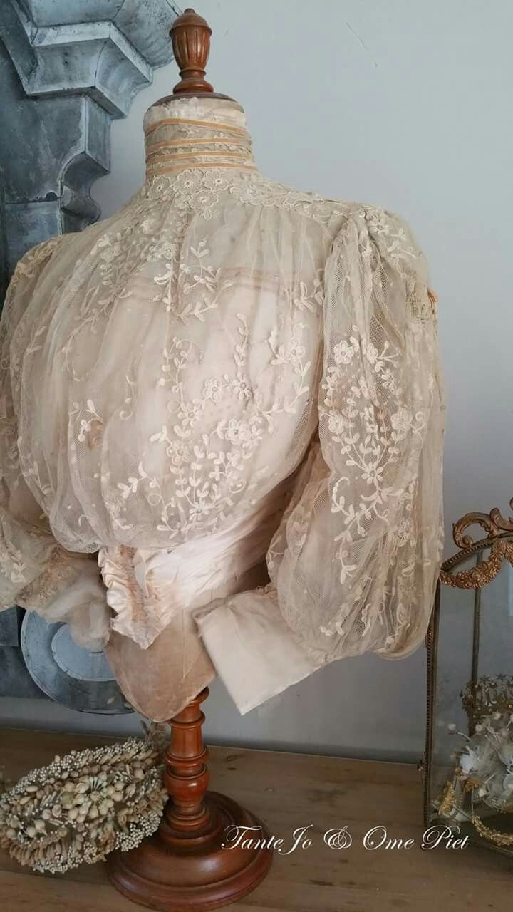 Late Victorian - Edwardian shirtwaist blouse. Gorgeous antique lace.