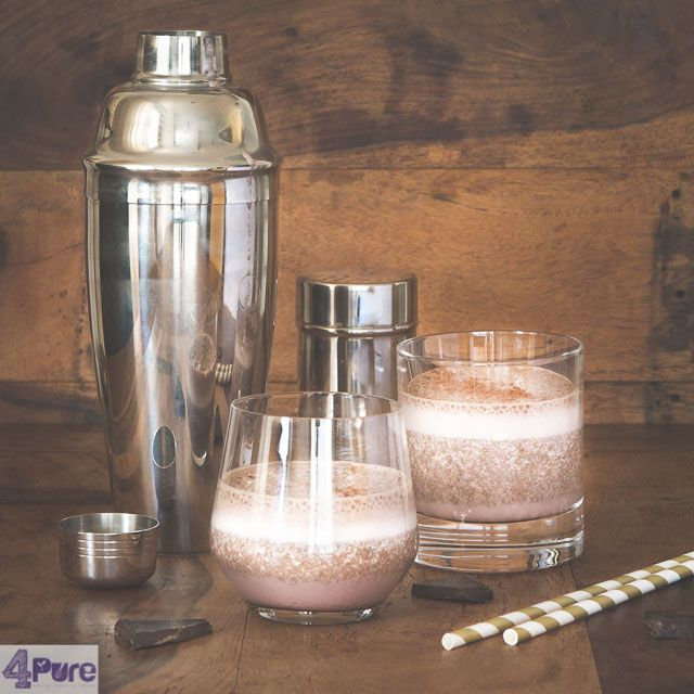 Coconut water smoothie with chocolate   - English recipe - A coconut water smoothie with chocolate, a delightful winter smoothie full of vitamines and super hydrating. Just like a glass of chocolate milk with a dash of coconut flavor and very healthy.