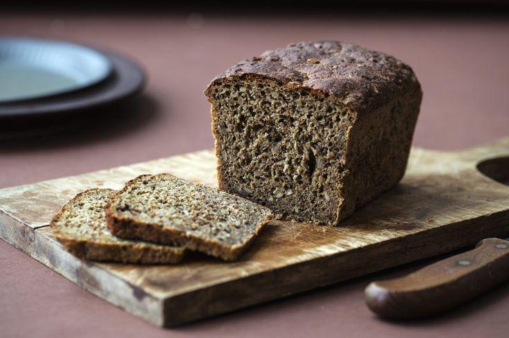 Dansk rugbrød er sunt og ekstra grovt brød med lett bitter smak, bakt med sammalt grov og fin rug, sirup og solsikkekjerner. Godt til sild og leverpostei.