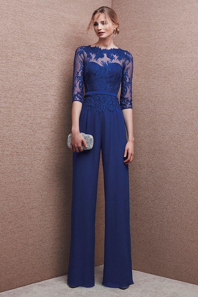 Mono de fiesta en georgette color azul con cuerpo de encaje, manga francesa y pantalón ancho. Ideal para bodas de...