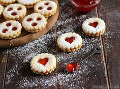 Spitzbuben ricetta biscotti di Natale   Dulcisss in forno  X Alto Adige X biscotti X biscotti di natale X marmellata X monelli X Natale X occhi di bue X ricetta X Spitzbuben X Suedtirol