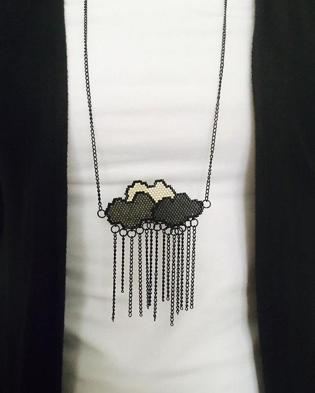 Günaydınn Miyuki boncuklarla elde tuğla tekniğiyle yapılmıştır. Bilgi ve sipariş için dm veya whatsapp 5333550280 #instalike #instamood #instagood #insta #miyukiaddict #miyukinecklace #necklace #fashion #trend #diy #miyukidelica #brickstitch #jewellery #grey #rain #clouds #cloudnecklace #kolye #gri #desinger #moda #trend #trendy #elyapımıkolye #elyapımıtakı #takıtasarım #miyukikolye #kolye #desinger #moda #trend #elyapımıkolye #tuğlatekniği #bulutlar #bulut #yağmur