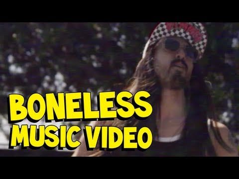 love this beat!!!!!!! TURN UP!!! 'Boneless' Steve Aoki *that skate park is in front of my house!! whaaaaa!!