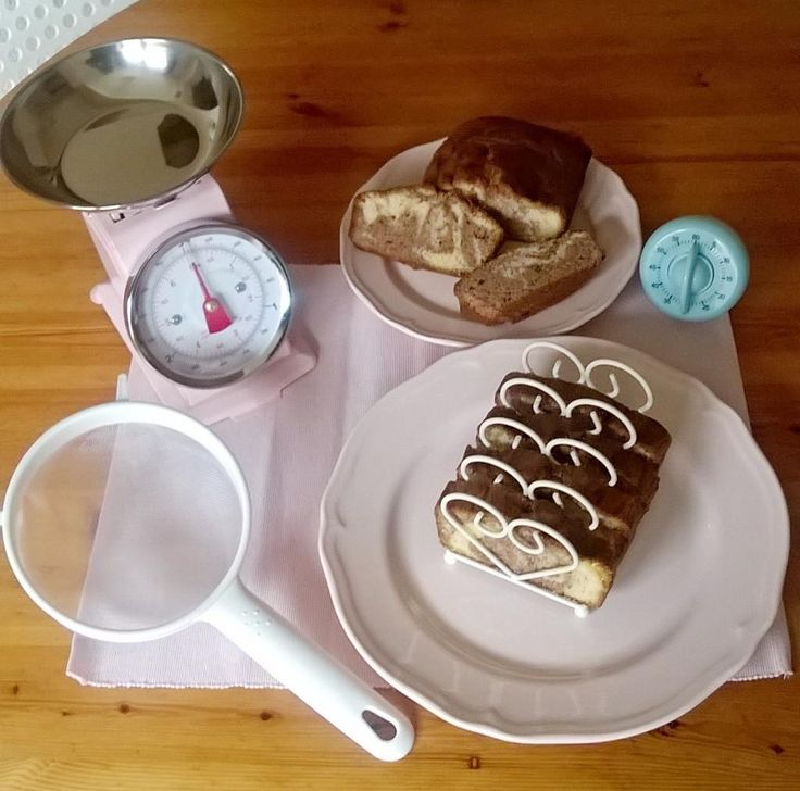 A marble cake!!! A tasty treat for breakfast!And it all started with a few baking utensils... Enjoy! pic.twitter.com/VuOGXYlg7T