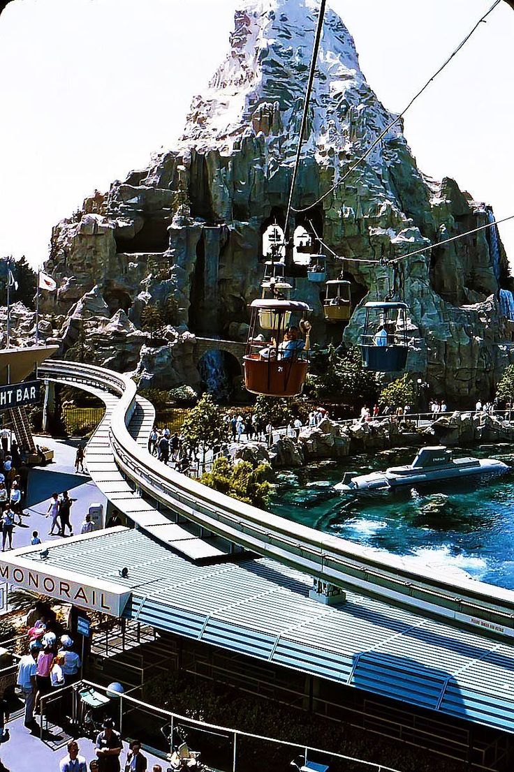 disneyland history Yesterland, a theme park on the web, featuring discontinued disneyland attractions.
