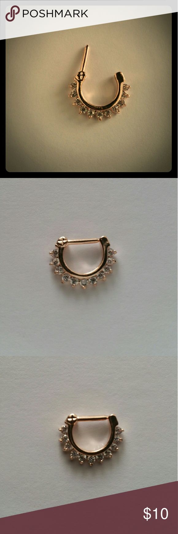 About nath nose ring mukku pudaka on pinterest jewellery gold nose - Beautiful Nose Ring Gold Like Color Nose Ring With Stones Like Diamonds Brand New