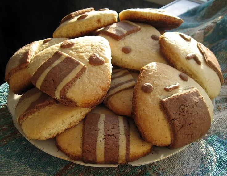 no recipe, just picture. I'm guessing it's an icebox cookie type.