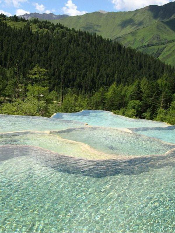Une piscine extraordinaire avec belle vue
