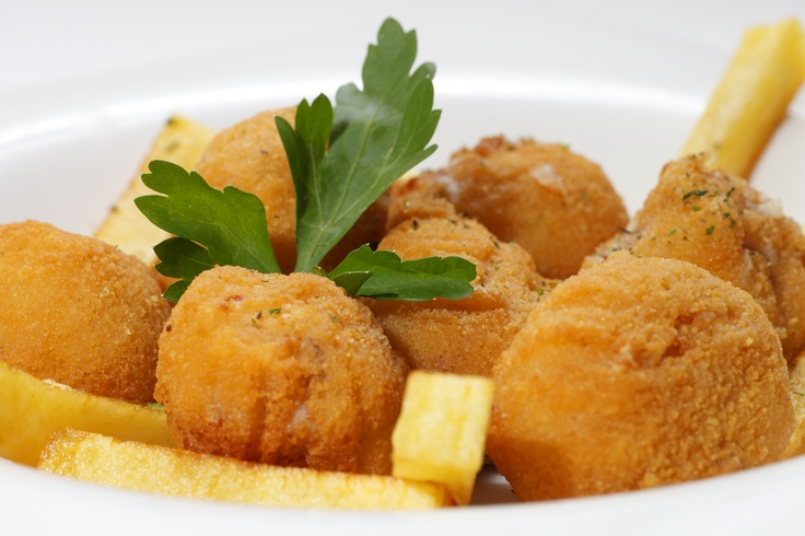Croquetas... de jamón o de bacalao  www.restaurantecasalucio.com