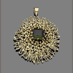Bonhams 1793 : A tourmaline pendant/brooch, by Stuart Devlin,